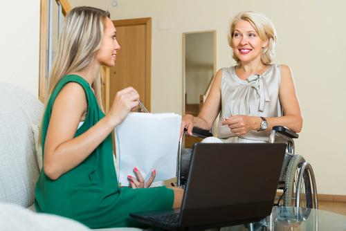 5 Ways Social Workers Provide Care in Healthcare Settings